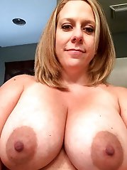 Mature mommies posing undressed